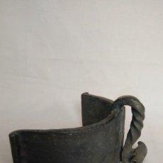 Antigüedades: SESERA SIGLO XVIII DE FORJA CON EL CANTO DECORADO. Lote 96228647