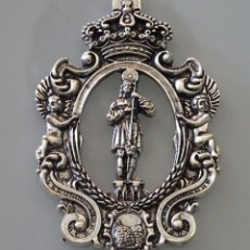 Antigüedades: MEDALLA MEDALLÓN RELIGIOSO. HERMANDAD DE SAN ISIDRO DE FUENTE TÓJAR, CÓRDOBA. 50 GR. Lote 96232155