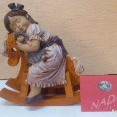 Antigüedades: FIGURA DE PORCELANA NADAL, NIÑA CON JUGUETES. Lote 98894596