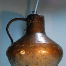 Antigüedades: PRECIOSA JARRA DE COBRE CON ASA DE HIERRO FORJADO - BASE EMPLOMADA - SIGLO XVIII - 4KG - 40 CM. -. Lote 96361087