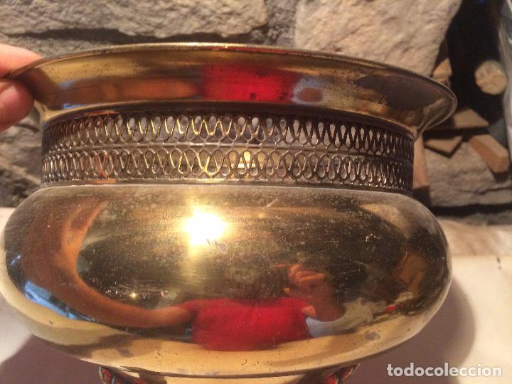 Antigüedades: Antigua maceta / macetero de latón / metal de los años 50-60 con patas - Foto 4 - 96384439