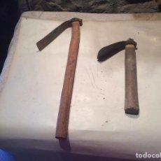 Antigüedades: ANTIGUOS 2 AZADON / AZADONES DE HIERRO AÑOS 30-40 . Lote 96386875