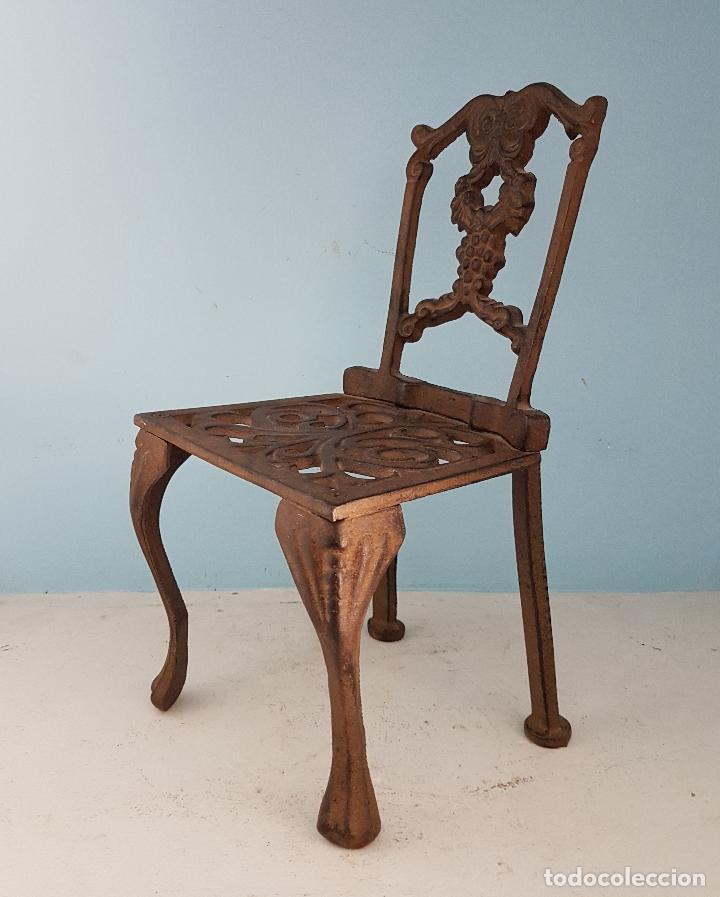 Antigüedades: Bella silla antigua de hierro colado en miniatura para decoración o muñecas antiguas . - Foto 2 - 96391495