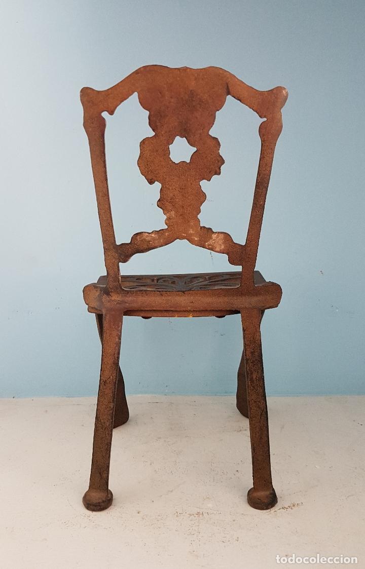 Antigüedades: Bella silla antigua de hierro colado en miniatura para decoración o muñecas antiguas . - Foto 3 - 96391495
