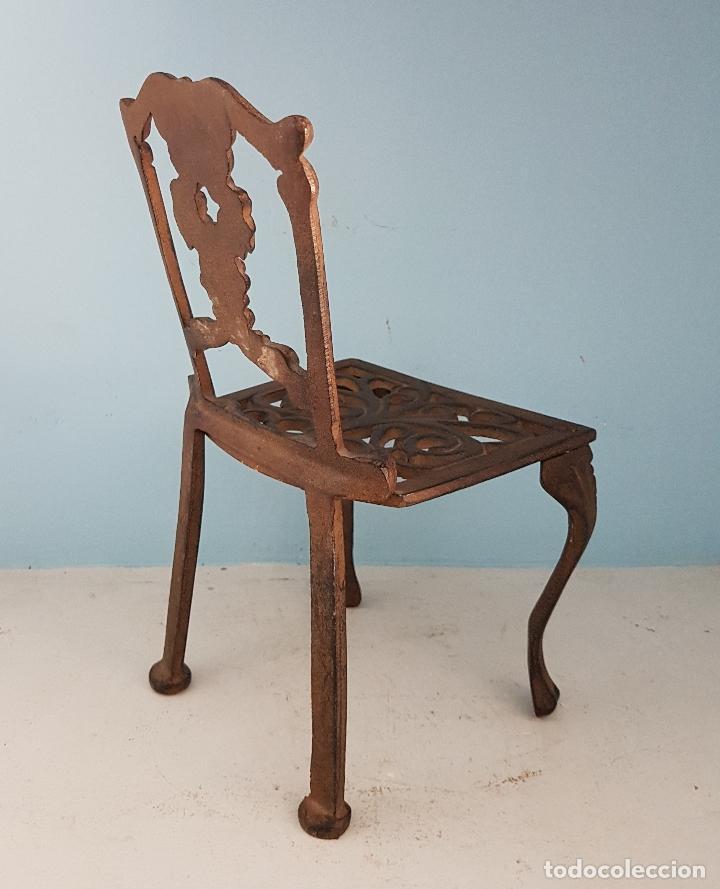 Antigüedades: Bella silla antigua de hierro colado en miniatura para decoración o muñecas antiguas . - Foto 4 - 96391495