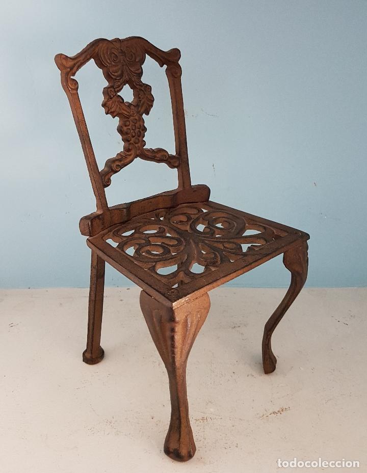Antigüedades: Bella silla antigua de hierro colado en miniatura para decoración o muñecas antiguas . - Foto 5 - 96391495