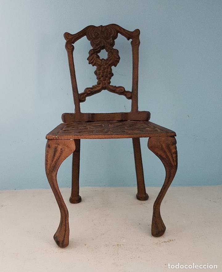 Antigüedades: Bella silla antigua de hierro colado en miniatura para decoración o muñecas antiguas . - Foto 6 - 96391495