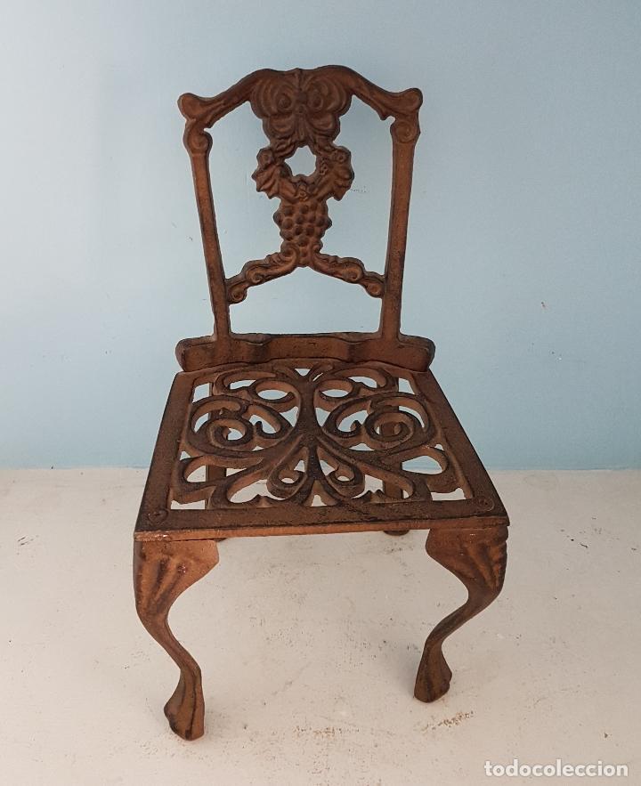 Antigüedades: Bella silla antigua de hierro colado en miniatura para decoración o muñecas antiguas . - Foto 7 - 96391495