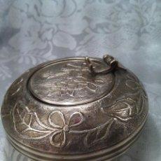 Antigüedades: CENICERO CIRCULAR DE VIAJE EN BRONCE. INGLATERRA. PRIMER CUARTO DEL S. XX.. Lote 96401363