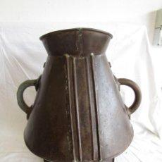 Antigüedades: ANTIGUA JARRA MEDIDA MUY GRANDE DE HOJALATA. Lote 96452975