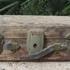 Antigüedades: ANTIGUO BAÚL MADERA. Lote 96480871