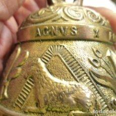 Antigüedades: GRAN CAMPANA DE IGLESIA BRONCE CON GRABADOS 440 GRS. SONIDO EXCELENTE Y PROLONGADO. Lote 96483311