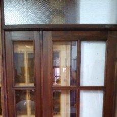 Antigüedades: PUERTA DE MADERA Y CRISTAL. Lote 96531071