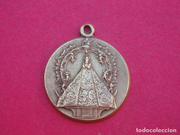 MEDALLA ANTIGUA VIRGEN DEL PRADO. TALAVERA DE LA REINA. TOLEDO. (Antigüedades - Religiosas - Medallas Antiguas)