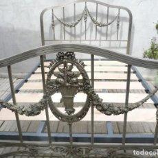 Antigüedades: ANTIGUA CAMA DE MATRIMONIO METÁLICA DE NIQUEL. MAGNÍFICA. Lote 96546219