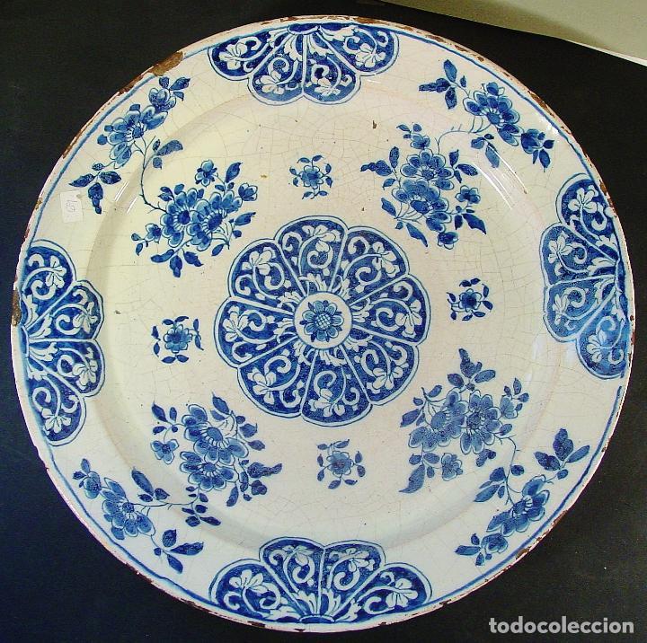 GRAN PLATO EN CERÁMICA DE DELFT. SIGLO XVIII. BUEN ESTADO. 35 CM DIÁMETRO (Antigüedades - Porcelana y Cerámica - Holandesa - Delft)