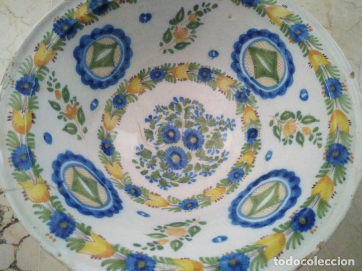 ESPECTACULAR LEBRILLO DE CERÁMICA DE MANISES. FIRMADO. 13 CM DE ALTURA. 34 CM DE DIÁMETRO. (Antigüedades - Porcelanas y Cerámicas - Manises)