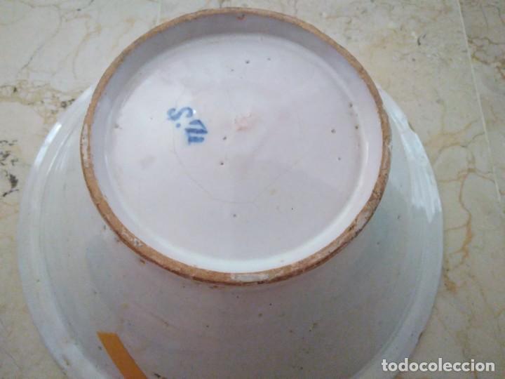 Antigüedades: ESPECTACULAR LEBRILLO DE CERÁMICA DE MANISES. FIRMADO. 13 cm de altura. 34 cm de diámetro. - Foto 5 - 96579923