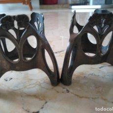 Antigüedades: PAREJA DE PORTAVELAS DE METAL DE SILES. SELLO : I/0 SILES AS. 7 CM DE ALTURA.. Lote 96597963