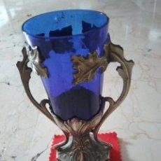 Antigüedades: ANTIGUA COPA PORTAVELAS DE CRISTAL AZUL COBALTO Y METAL.. 14 CM DE ALTURA.. Lote 96598515