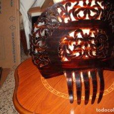 Antigüedades: MUY ESPECIAL PEINETA PARA MANTILLA HECHA A MANO Y PULIDA CON BURIL.. Lote 96657567