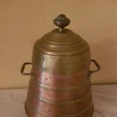 Antigüedades: ANTIGUO RECIPIENTE REALIZADO EN METAL Y COBRE. Lote 96673180