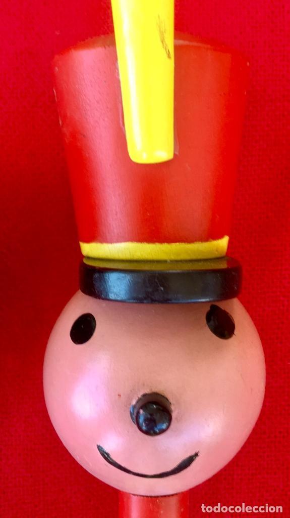 Antigüedades: Payaso y soldado artesanales 1950 calzadores pintados a mano circo colores vivo decoracion infantil - Foto 25 - 96676699