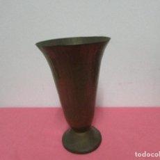 Antigüedades: FLORERO DE COBRE #. Lote 96718971