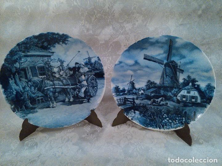 PAREJA DE PLATOS EN PORCELANA DE DELFT. HOLANDA. FIRMADOS. SELLOS AL DORSO. (Antigüedades - Porcelana y Cerámica - Holandesa - Delft)