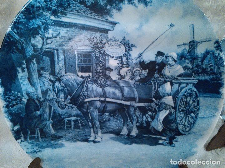 Antigüedades: PAREJA DE PLATOS EN PORCELANA DE DELFT. HOLANDA. FIRMADOS. SELLOS AL DORSO. - Foto 2 - 96721651