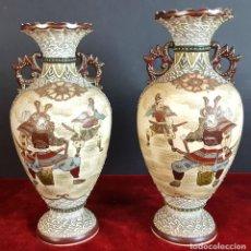Antigüedades: PAREJA DE JARRONES DE CERÁMICA. DECORADO CON SAMURAIS. SATSUMA. JAPÓN. SIGLO XX. . Lote 96740215