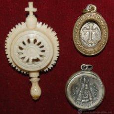 Antigüedades: LOTE DE 3 RELICARIOS, 1 REALIZADO EN MARFIL Y 2 EN METAL . Lote 96748907