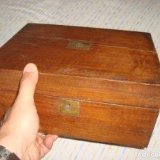 Antigüedades: ANTIGUO ESCRITORIO VICTORIANO DE BARCO Y CON SU LLAVE , SIGLO XIX. Lote 96752435