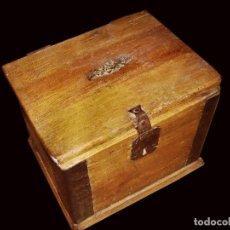 Antigüedades: CAJA DE MADERA DE PINO O ARCA ANTIGUA. Lote 26557941