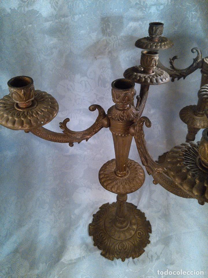 Antigüedades: PAREJA DE CANDELABROS DE CUATRO LUCES EN BRONCE CINCELADO. ESTILO EDUARDINO. CENTROEUROPA. AÑOS 40. - Foto 2 - 96804867