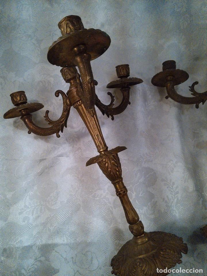Antigüedades: PAREJA DE CANDELABROS DE CUATRO LUCES EN BRONCE CINCELADO. ESTILO EDUARDINO. CENTROEUROPA. AÑOS 40. - Foto 4 - 96804867