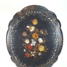 Antigüedades: MESA VELADOR ABATIBLE. MADERA POLICROMADA Y NÁCAR. ESTILO FILIPINA. SIGLO XIX.. Lote 96833471