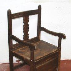 Antigüedades: SILLON FRAILERO. MADERA DE PINO. ESTILO RUSTICO DE LOS PIRINEOS. ESPAÑA. SIGLO XVIII.. Lote 57252088