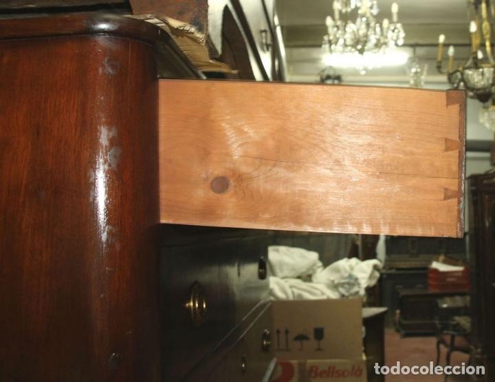Antigüedades: COMODA. MADERA DE CAOBA . ESTILO CARLOS IV. ESPAÑA. CIRCA 1820. - Foto 7 - 57344166