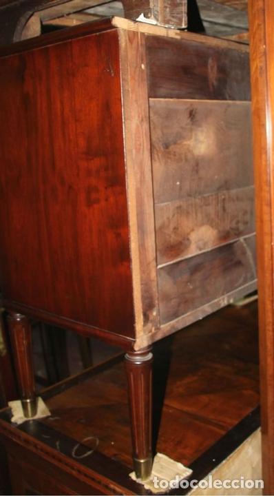Antigüedades: COMODA. MADERA DE CAOBA . ESTILO CARLOS IV. ESPAÑA. CIRCA 1820. - Foto 8 - 57344166