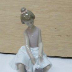 Antigüedades: FIGURA DE LLADRÓ - NIÑA Y SU GATO. Lote 96856155