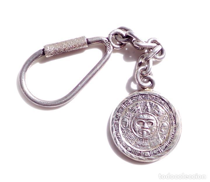 Antigüedades: PRECIOSO LLAVERO DE PLATA DE LEY CON PIEDRA DEL SOL O CALENDARIO AZTECA - 20 GRAMOS - Foto 2 - 96861339