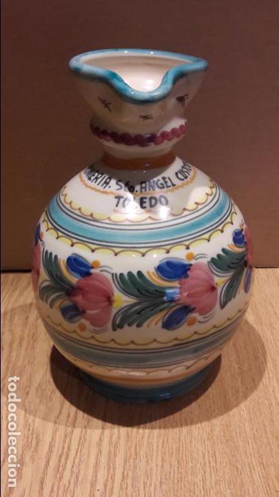 Antigüedades: JARRA PARA EL AGUA. ROMERÍA SANTO ÁNGEL CUSTODIO. PUENTE DEL ARZOBISPO. 24 CM / FIRMADA - Foto 4 - 96887783