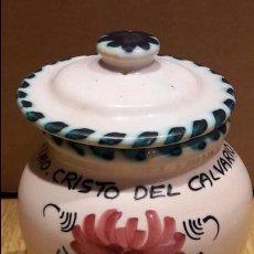 Antigüedades: SANTÍSIMO CRISTO DEL CALVARIO. TARRO DE CERÁMICA / PUENTE DEL ARZOBISPO. 12 CM. PERFECTO.. Lote 96888043