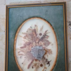 Antigüedades: CUADRO DE FLORES SECAS CON BONITO MARCO. 18.5 X 26 CM. CRISTAL CURVO.. Lote 96920095