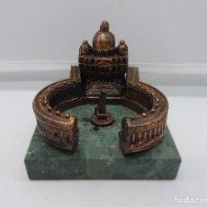 Antigüedades: ESCULTURA ANTIGUA DEL VATICANO EN METAL CON PEANA DE MARMOL VERDE MUY BIEN REALIZADA.. Lote 96976123