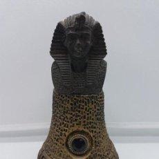 Antigüedades: ANTIGUA ESCULTURA EGIPCIA DE BUSTO FARAÓNICO SOBRE ALTAR CON GRAN OJO DE AMATISTA INCRUSTADO.. Lote 96989951