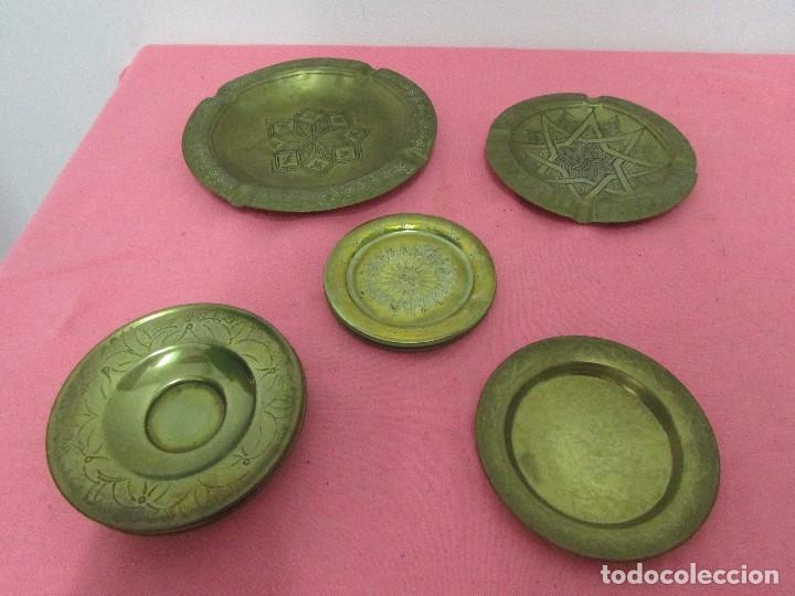 CINCO PLATITOS DE BRONCE # (Antigüedades - Hogar y Decoración - Platos Antiguos)