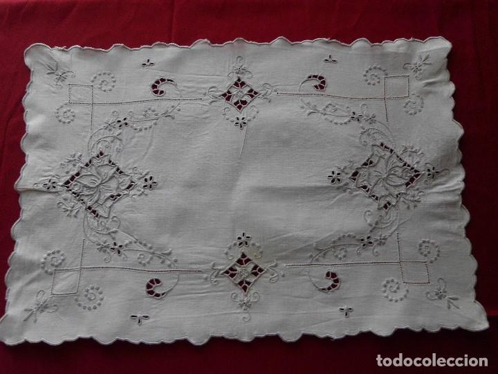 ANTIGUO TAPETE BORDADO RICHELIEU (Antigüedades - Hogar y Decoración - Tapetes Antiguos)