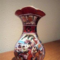 Antigüedades: PRECIOSO JARRON CHINO ANTIGUO CON ESCENA DE MUJERES Y BONITOS COLORES. Lote 96997883